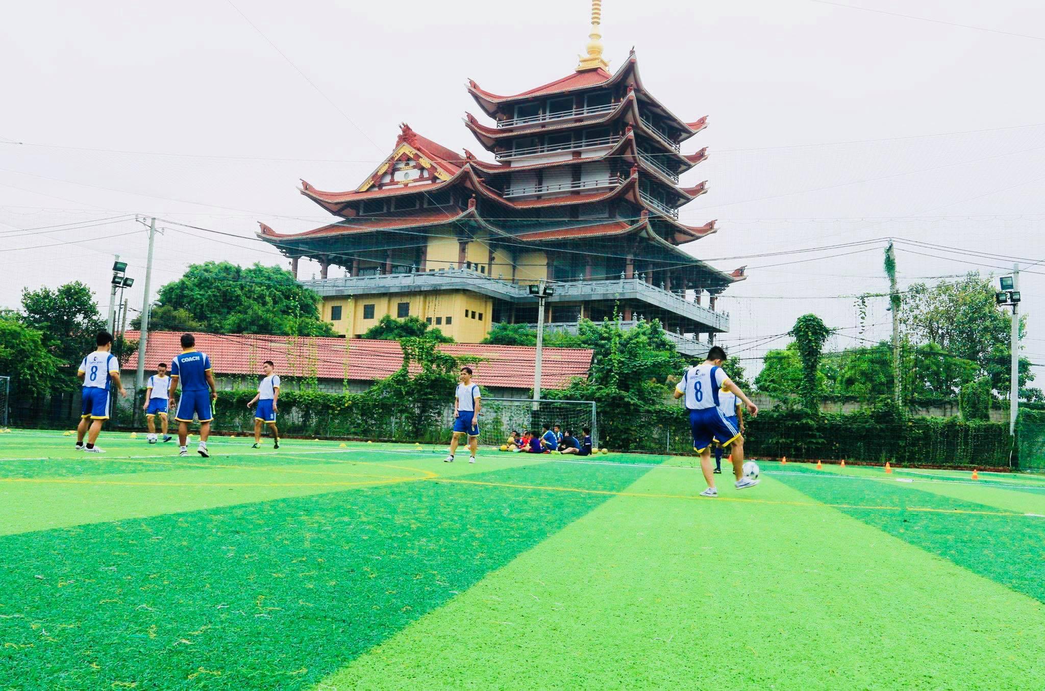sân bóng đá - lop day bong da cho nguoi lon tuoi di lam 1 - Danh sách các sân bóng đá ở Quận 2